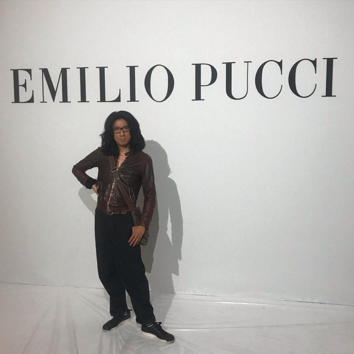 エミリオ プッチ 日本でも人気のこのデザイナー エミリオ プッチ氏(今は死去)はイタリアはフィレンツェ出身の元貴族だ。  2003年頃クリスティアン ラクロワがデザイナーをつとめていた頃が私は1番好きだ。  近年はイタリア人デザイナーになり私は 2019年の春夏コレクションにヘアーで参加した。  プリントの王子の名前を冠したプッチのコレクションは今でも華やかに輝いている。  クインテットは現在スタッフ大募集中です。 来年度新卒さん、また美容師やりたい中途さん、ママさんパートさん大募集中です! お気軽にDMでお問い合わせ可能です。 または、ホームページをご覧下さいね